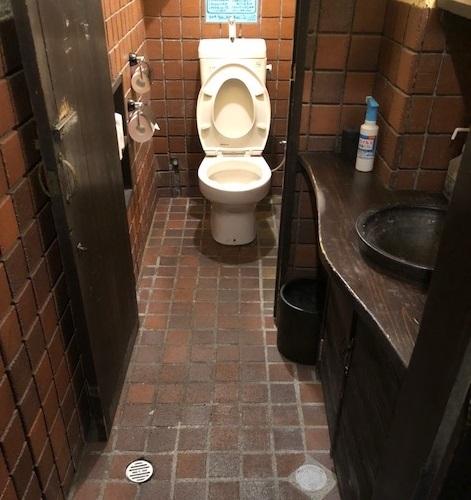 床タイルの貼替えとトイレ交換
