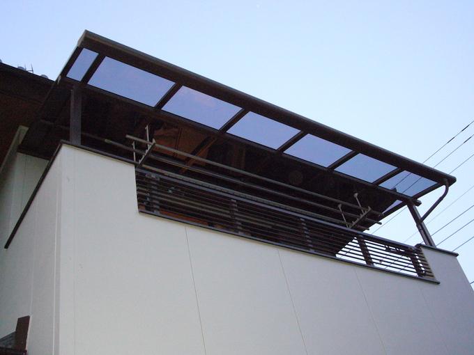 バルコニーの屋根の修理