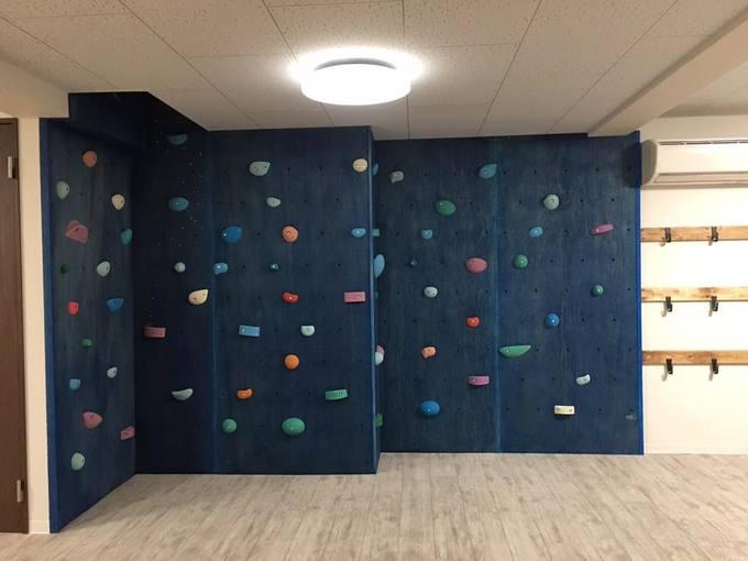 宇品の海をイメージしたボルダリングのある放課後児童クラブ