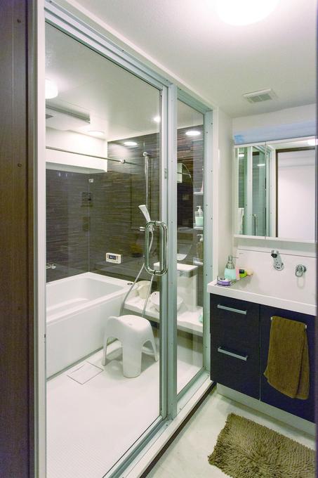 浴室:ホテルをイメージ・マンションのリノベーション