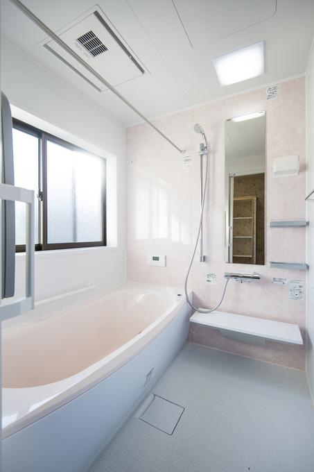 """浴室:築80年・""""熊本地震""""被災住宅"""
