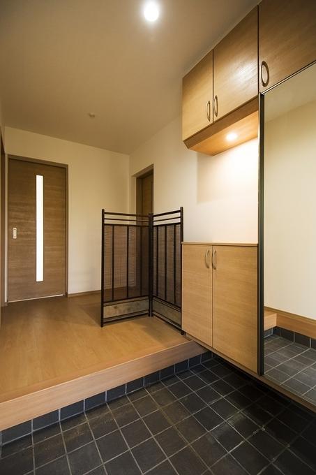 高い天井の開放感ある空間でお客様を招き入れます。