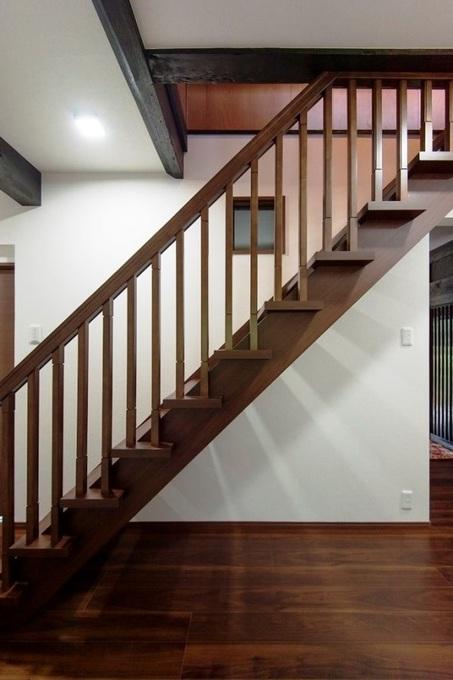 階段:築80年 猫と暮らす暖かな家