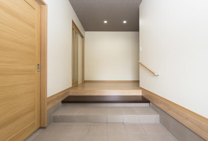 玄関を分けることでお客様にスッキリ見せることができます。