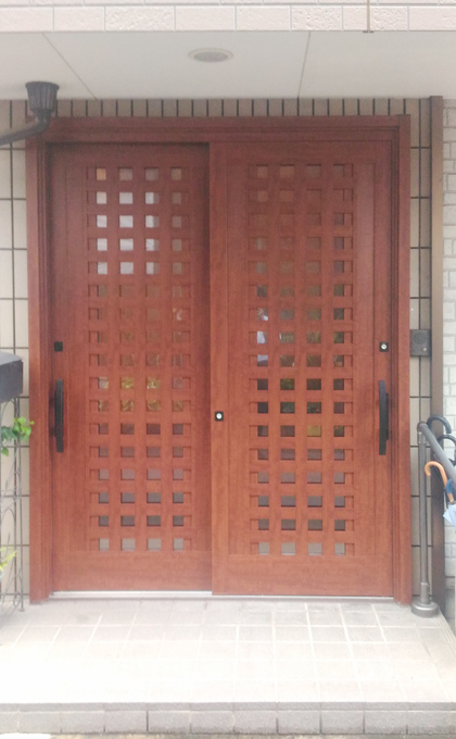 玄関カバー工法