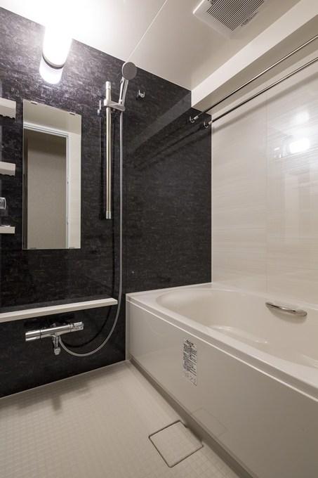 高級感のある浴室になりました