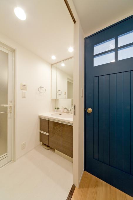 建具で雰囲気がガラリと変わる洗面室