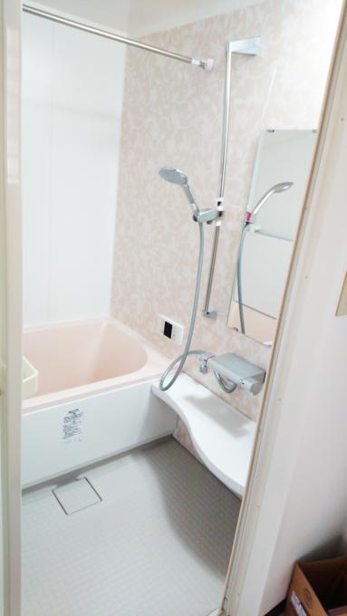 浴槽のまたぎも低くなり、清掃性もよくなりました。