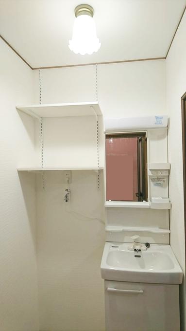 洗濯機が置けない・・・洗面台の向きを変えてお悩みを解消!
