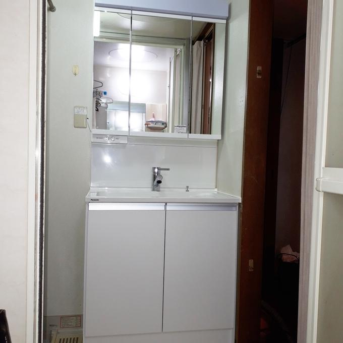 奥行きスリムタイプで、洗面室がすっきりしました。