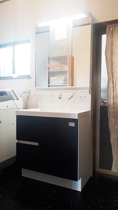 サイズアップでゆったり使える洗面化粧台にしました