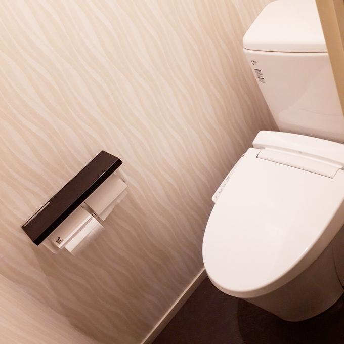 お手入れのしやすいトイレに加えてクロスも新しくなりました。