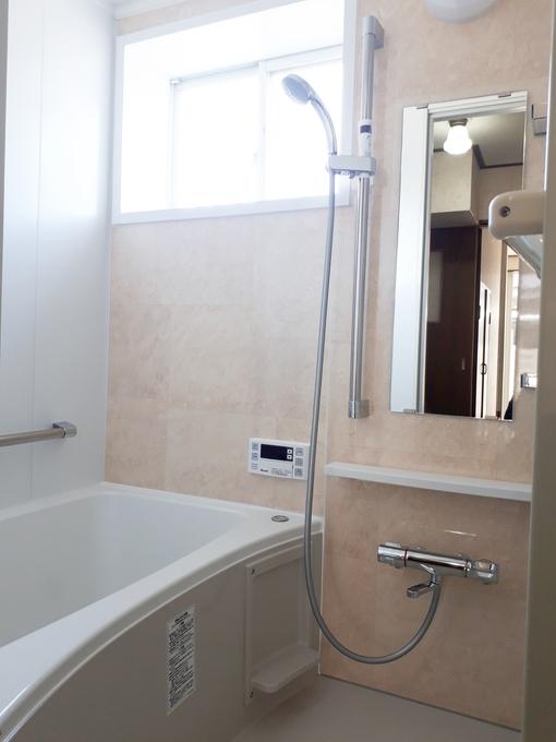 壁や浴槽など、ご家族でお選び頂いた浴室が出来上がりました。