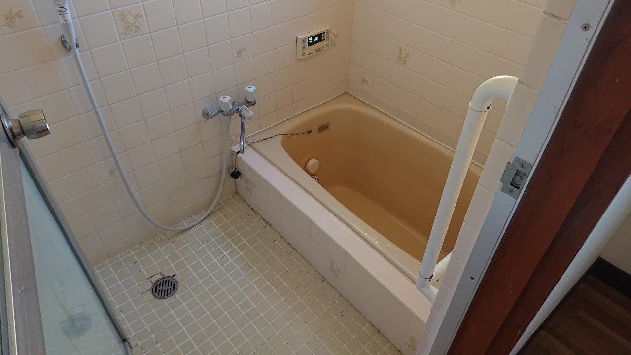古いタイルのお風呂です。