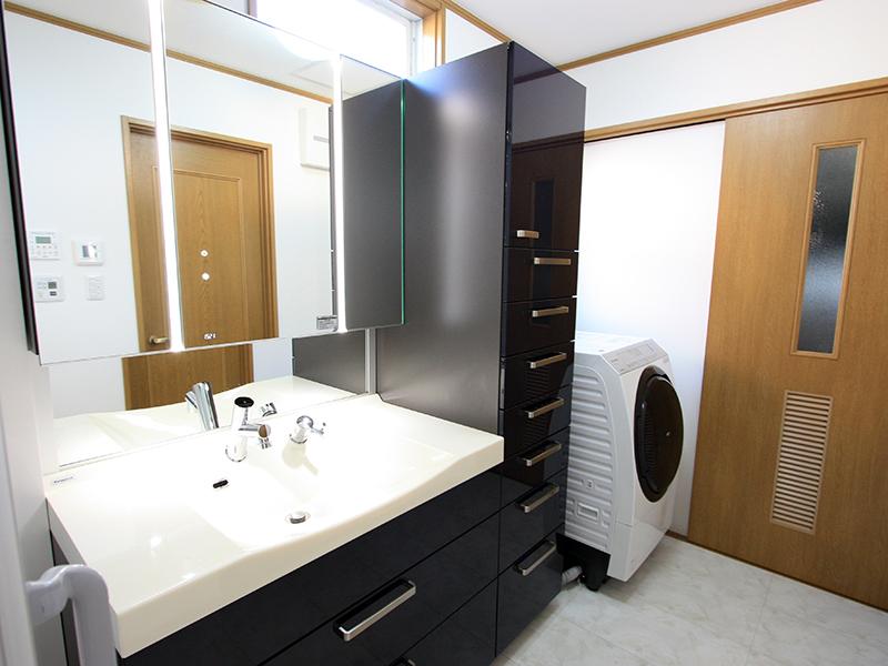 高級感のある美しい洗面空間